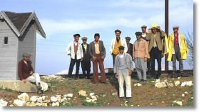 13713_gangers_at_ergani_12-apr-75.jpg